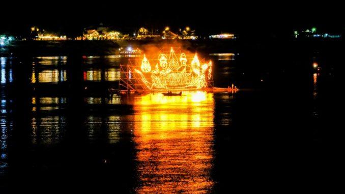 ไหลเรือไฟ นครพนม 2562